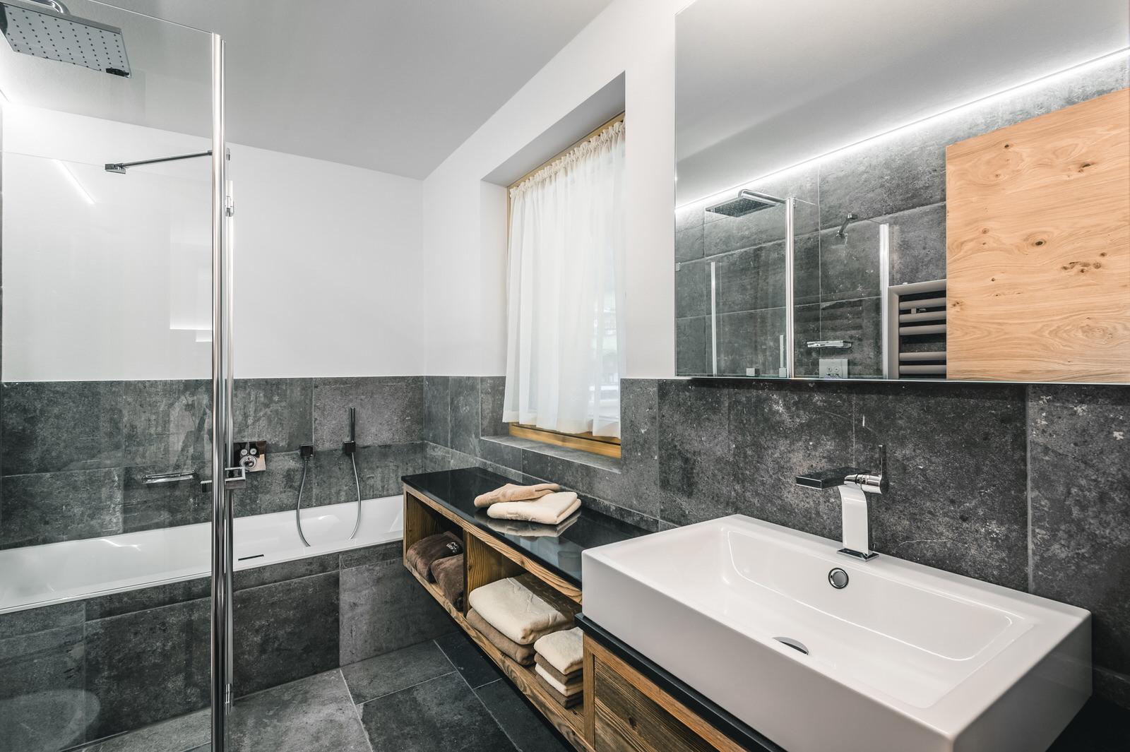 Bath Apartment Linara Alpina